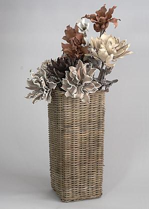 aranžmá - umělé květy, koš ratan   A00546_A