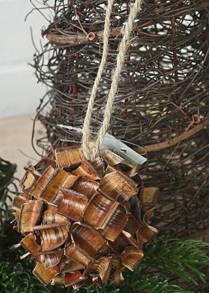 dekorace závěsná - koule - skořápky plodů | A00870