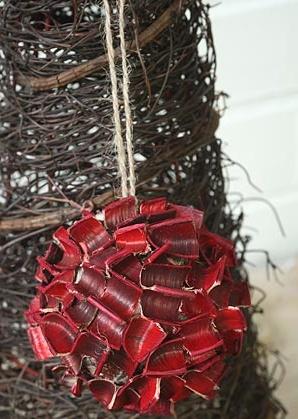 dekorace závěsná - koule - skořápky plodů | A00880