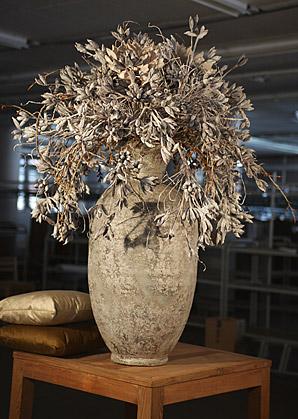 aranžmá - umělé květy, váza, přírodní materiál   A01135_C