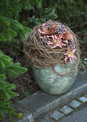 aranžmá - umělé květy, váza, přírodní materiál   A01245_B